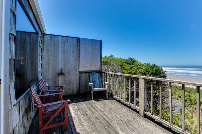 Oceanfront, dog-friendly retreat w/ocean views & relaxing deck facing the water! - Image 1 - Waldport - rentals