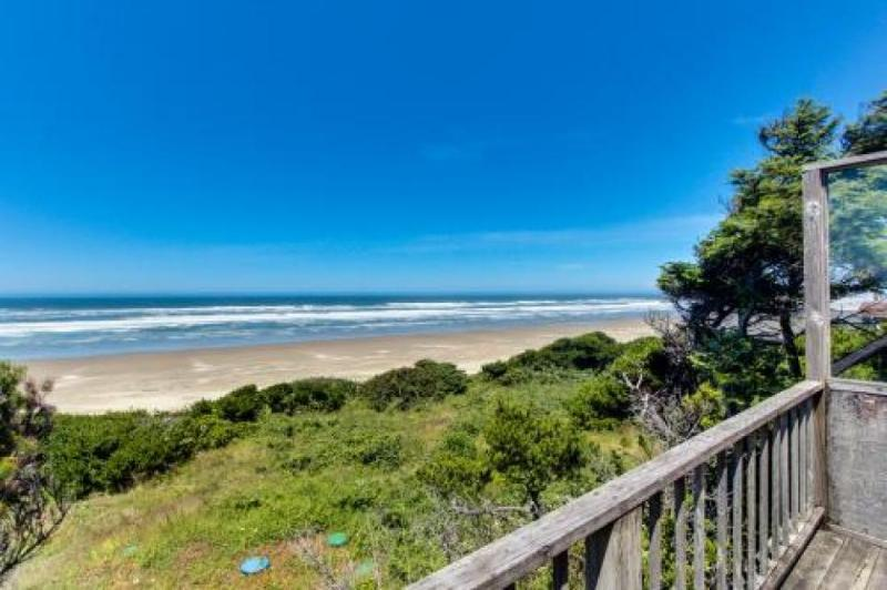 Dog-friendly oceanside cottage - 2 units in 1. Easy access to secluded beach! - Image 1 - Waldport - rentals
