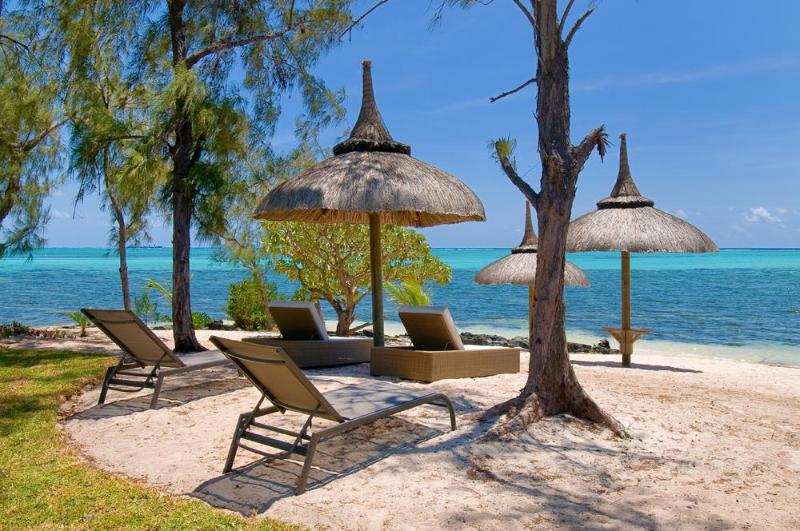 Our beach thatched Parasols. - Villa Altaïr. Very exclusive, pool. Great beach. - Roches Noire - rentals