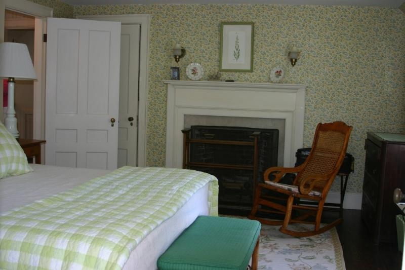 Queen Bedroom - Cathy's Cottage - Maine - rentals