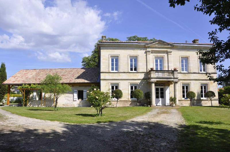 the gite and the hosts house - Self-catering  in stone house near Bordeaux - Pessac - rentals
