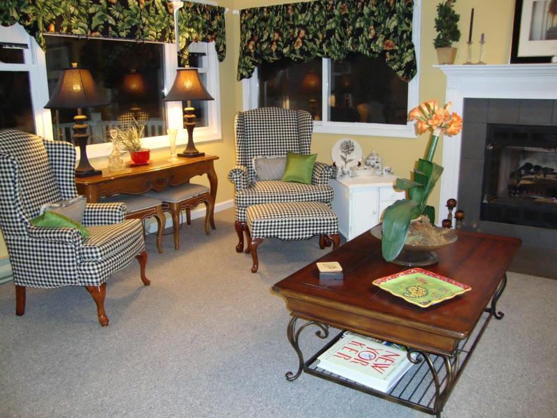 Living room - Honeymoon All Over Again - Bushkill - rentals