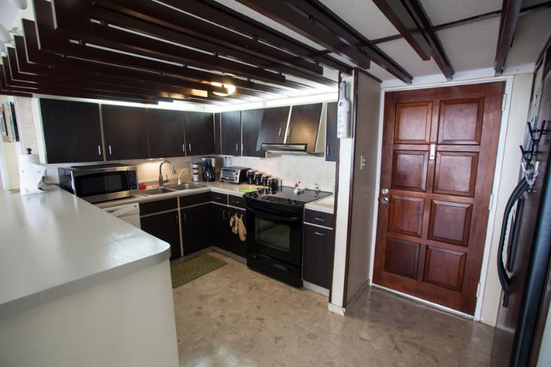 Entrance & kitchen area - Isla Verde Oceanfront Condo - Carolina - rentals