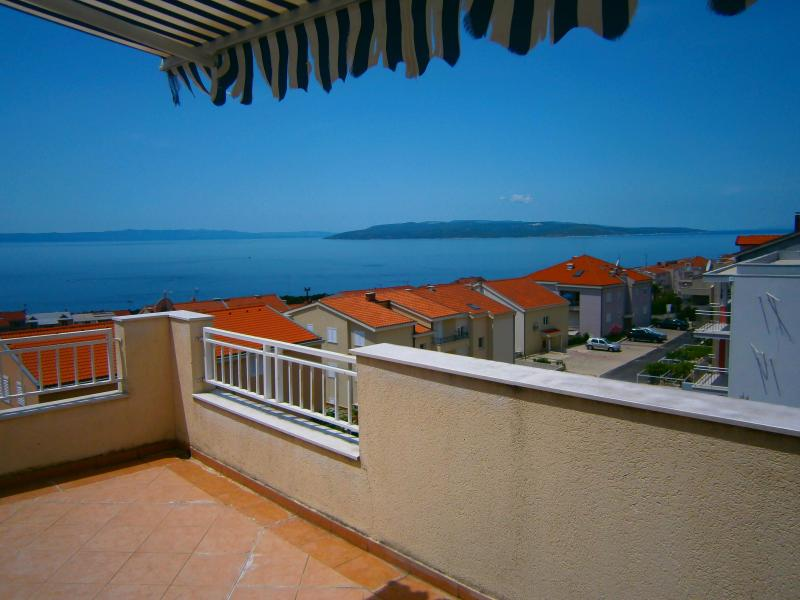 The terrace view of the sea and islands. - Magnificent three-bedroom apartmnt in a quiet area - Makarska - rentals