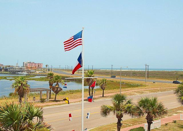 Coastal Getaway is close to the beach & has a great view of the Gulf! - Image 1 - Corpus Christi - rentals