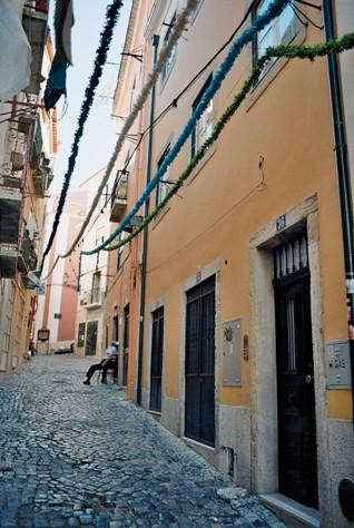 Sao Pedro Studios -cozy, fantastic location in the heart of the historic center - Image 1 - Lisbon - rentals