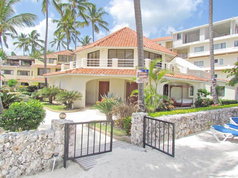Villa Moonstar in front of private beach - Villa Moonstar Ocean View 2bdr #2 WiFi PickUp Maid - Bavaro - rentals