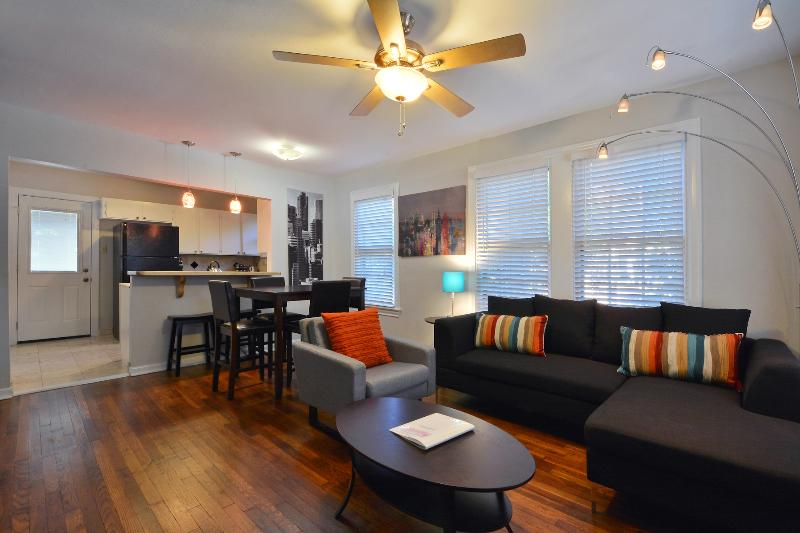 Welcome home! Entrance view - Caswell House - Central ATX, UT/Stadium, Downtown - Austin - rentals
