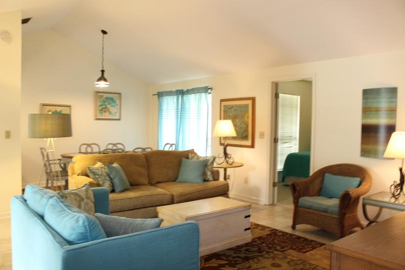 Curl up on the comfy sofas and watch TV, read, nap or just enjoy great conversation with family and friends. - Linkside Village 476 Sandestin - Miramar Beach - rentals