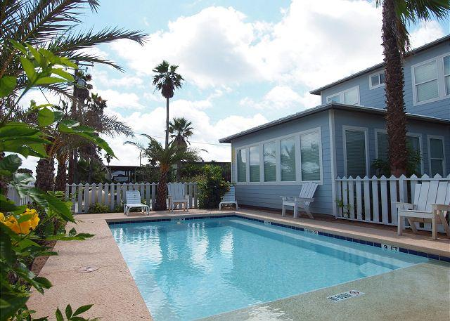 10 bedrooms, private pool, steps to the beach and sleeps 26! - Image 1 - Port Aransas - rentals