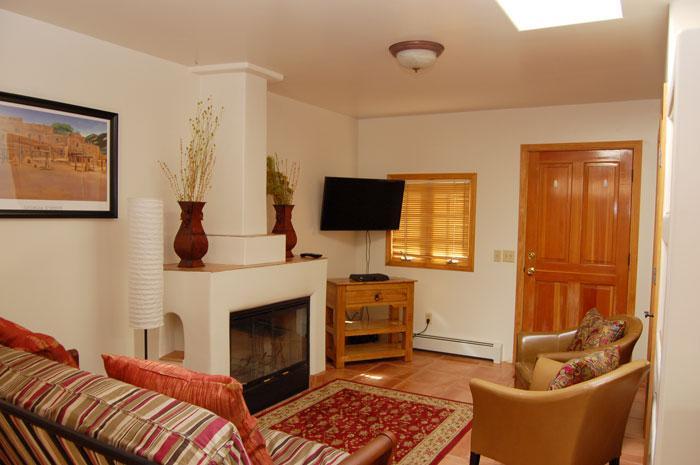Living Room - Charming Casita, Santa Fe Style - Santa Fe - rentals