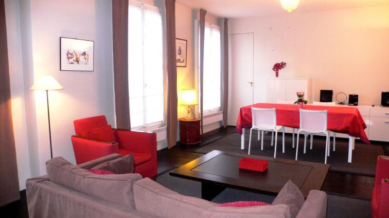 Living-room Big windows shed light on dining and sitting areas - 515 One bedroom   Paris Saint Germain des Pres district - Paris - rentals