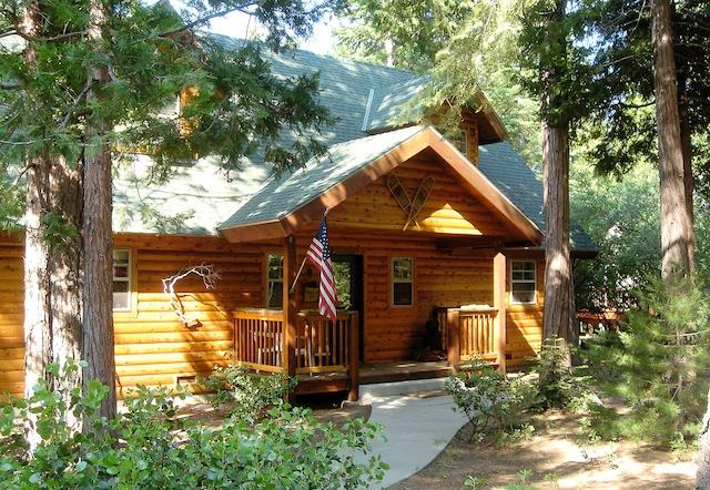 Welcome to this cozy Shaver Lake vacation rental cabin. - Spacious 3BR Shaver Lake Cabin w/Private Hot Tub & Wifi - Nestled in the Sierra National Forest! A Short Drive from the Lake & Shaver Village - Shaver Lake - rentals