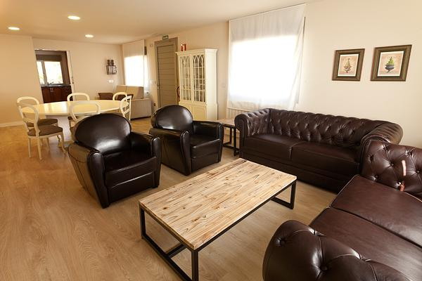 Living room with comfortable seating and reading area - Luxury and spacious appartment of 115sq meters - Cascante - rentals