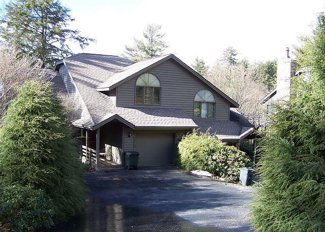 Highland Retreat a spacious town-home with Grandfather view, sleeps 10 - Image 1 - Boone - rentals