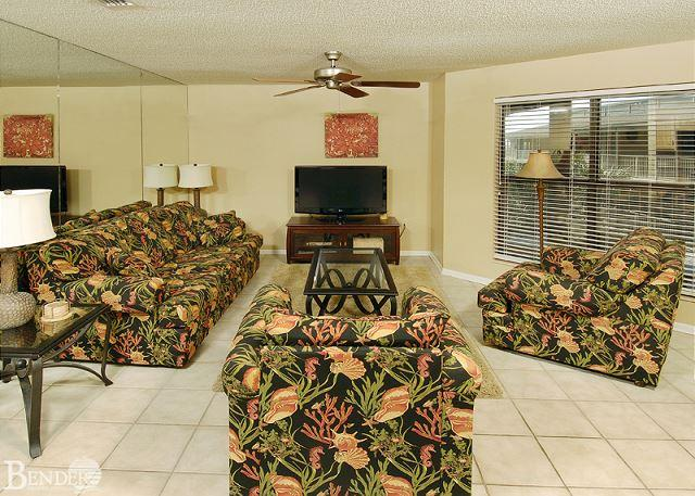 Living Room Area - Sandpiper 2C ~Beachside Condo with Palm Tree Views~Bender Vacation Rentals - Gulf Shores - rentals