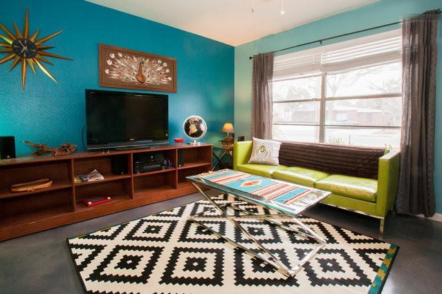 Living Room of the Atomic Ranch. - Atomic Ranch in the nucleus of SOCO, South 1st - Austin - rentals