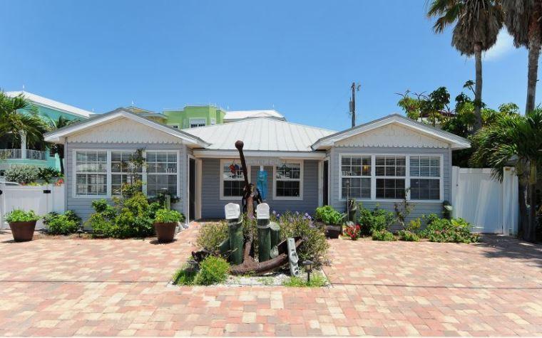 Exterior Front - 1Fish Tales - Bradenton Beach - rentals