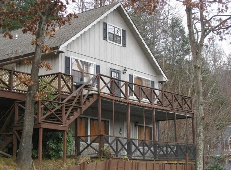 Great Chalet above Maggie Valley Club.  Easy paved access - Maggie Valley Club Cabin Rental - 4/3 Sleeps 10 - Maggie Valley - rentals
