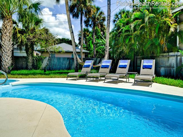 Mandalay Beach Cottage '1 mo. min' - Image 1 - Clearwater Beach - rentals