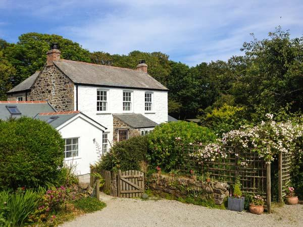 THE FARMHOUSE, en-suite, woodburner, peaceful location, near Coverack, Ref. 30447 - Image 1 - Coverack - rentals
