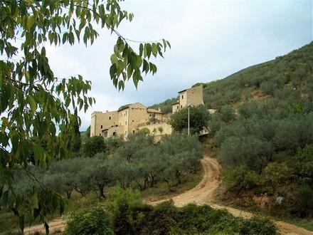Spoleto: Comfort & Culture in Delightful Castle 3 Bedroom,Apartment with Pool - Image 1 - Campello sul Clitunno - rentals