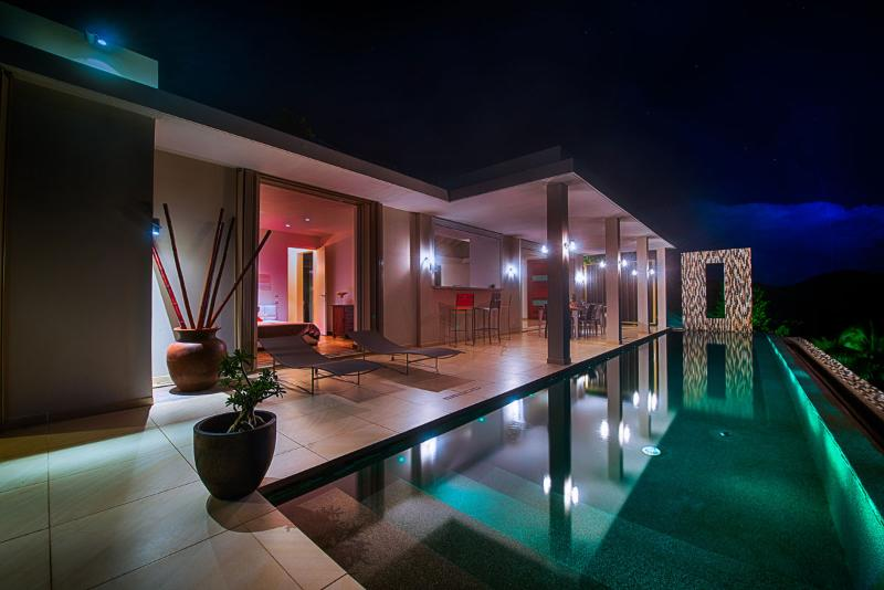 Modern villa with spectaculair view of the sunrise - Image 1 - Orient Bay - rentals