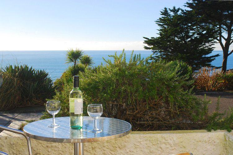 The terrace benefits from superb views - 17 Mount Brioni located in Seaton, Cornwall - Looe - rentals