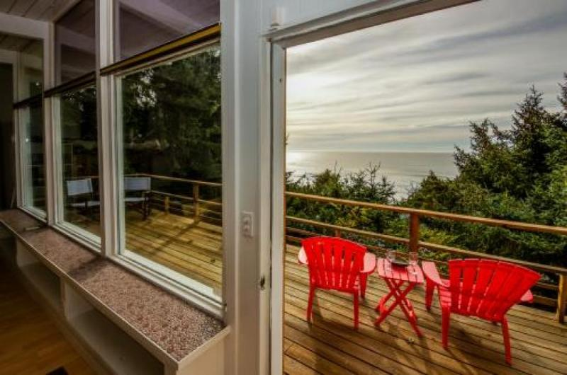 Walk to the beach from this dog-friendly oceanview home w/ private hot tub! - Image 1 - Lincoln City - rentals