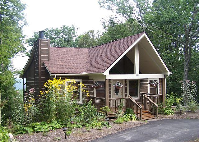 Little Mountain Dream an adorable log cabin close to Appalachian Ski Mountain - Image 1 - Blowing Rock - rentals