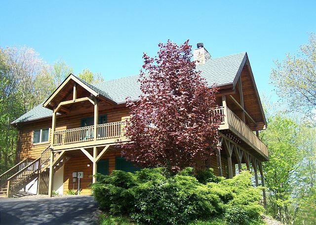 Lincoln Logs has mountain views and is close to skiing at Appalachian Ski Mtn - Image 1 - Blowing Rock - rentals