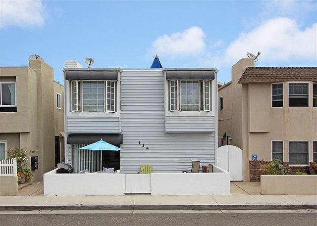 Cozy and affordable, just one block to beach! - Image 1 - Newport Beach - rentals