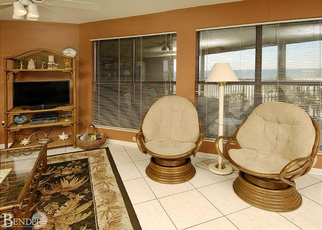 Living Room - Sandpiper 7C ~ Exquisite Condo with Gulf Views~Bender Vacation Rentals - Gulf Shores - rentals