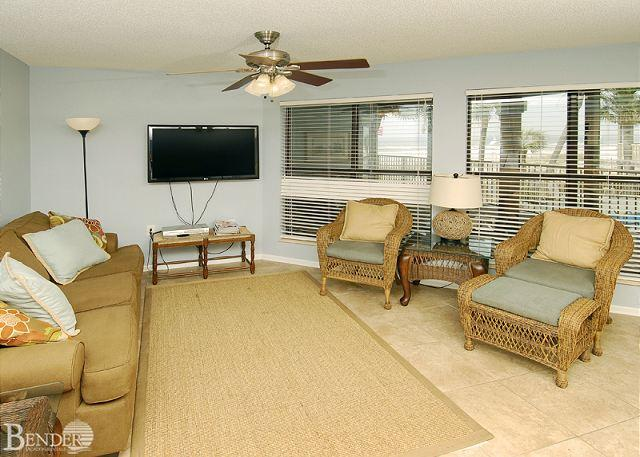 Living Room - Sandpiper 7A ~ Enjoy the Pool and Beachviews ~ Bender Vacation Rentals - Gulf Shores - rentals
