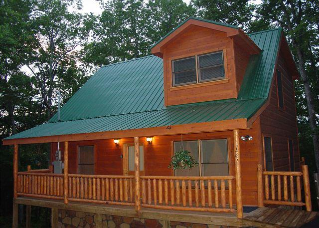 Cabin in between Gatlinburg and Pigeon Forge  Snugglers Cove 1325 - Image 1 - Sevierville - rentals