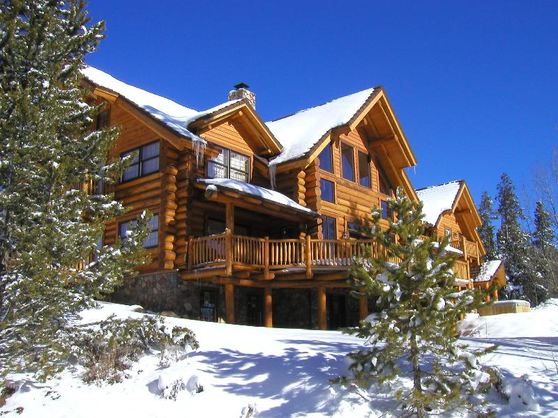 6 bdrms, 4.5 baths, central to every resort, backs up to national forest - Luxury Vacation House 6 BR W/3 Masters, 5.5 baths - Silverthorne - rentals