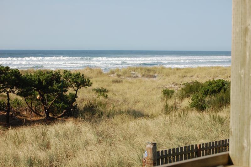 View from the deck - Jeske's Beach House ~ Ocean Front ~ Sleeps 14 - Rockaway Beach - rentals
