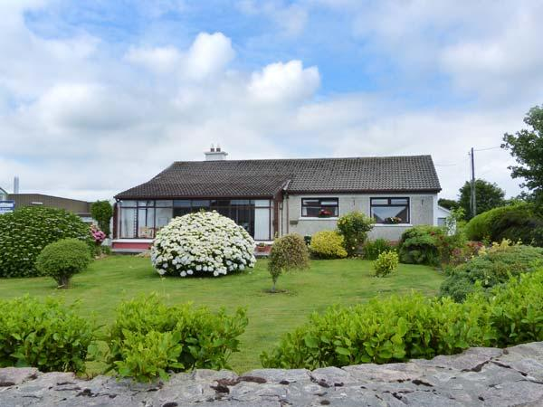 CONNOLLY'S COTTAGE, all ground floor, WiFi, close to amenities, detached cottage in Inverin, Ref. 913141 - Image 1 - Spiddal - rentals