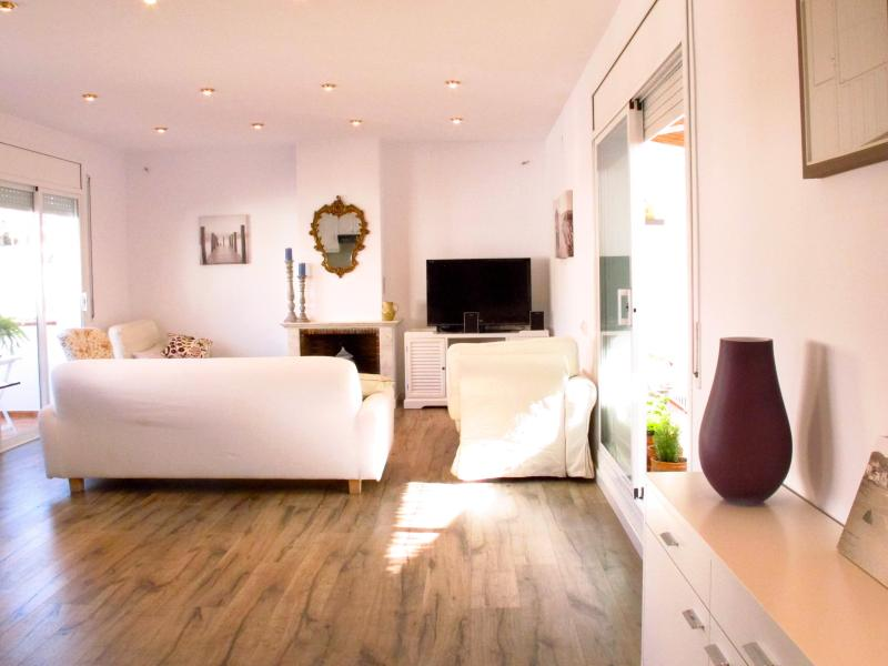 Kika's Place in Sitges centre  3bedroom/5 outdoor spaces/just refurbished - Image 1 - Sitges - rentals