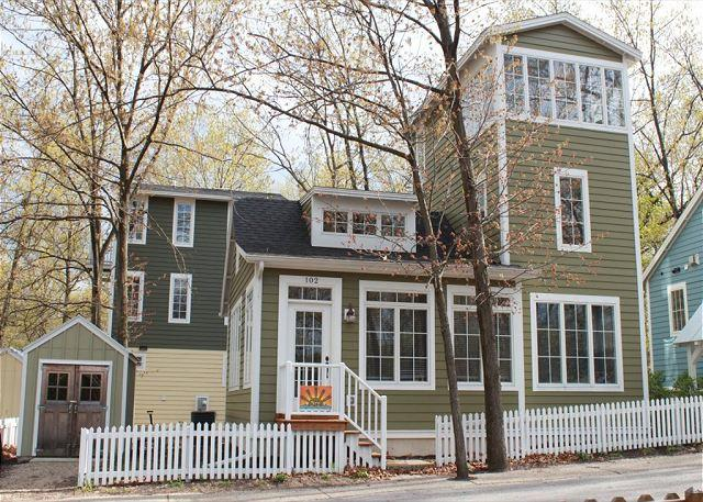 Exterior Fall - Ideal Family Getaway Home! 2bed 2bath sleeps 6, call for special discounts! - Michigan City - rentals