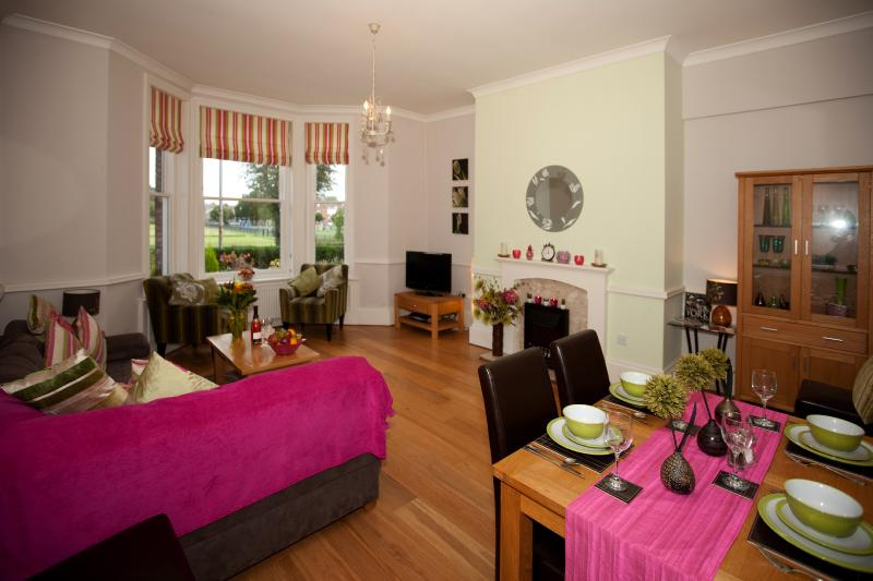 Spacious Lounge and Dining Area with view to outside Patio area - 4 Langton Court - York - rentals