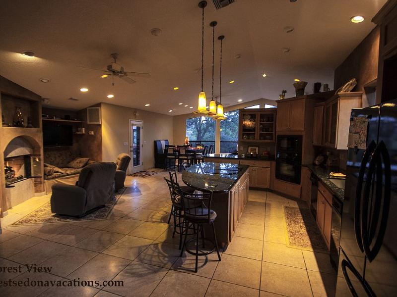 Great room -shot facing north. - Luxury Home Breathtaking Views - Middle of Sedona - Sedona - rentals