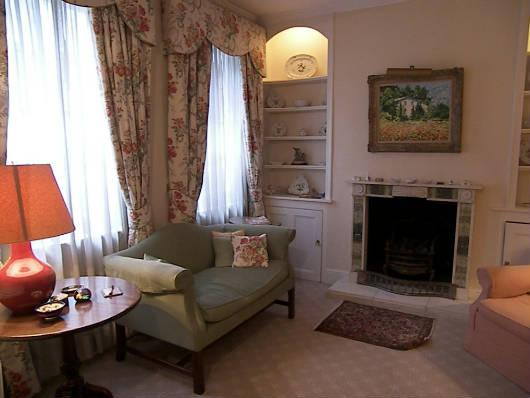 Knightsbridge 3 Bedroom 2 Bathroom House with Roof Terrace (4215) - Image 1 - London - rentals