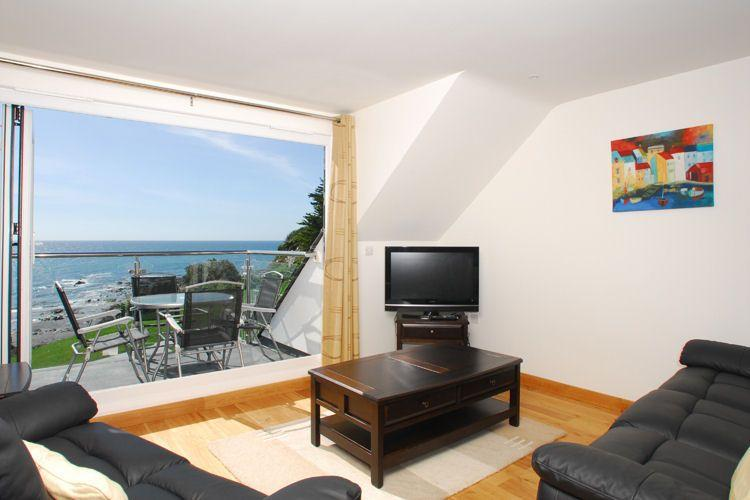 The living area benefits from awesome sea views - 26 Mount Brioni located in Seaton, Cornwall - Looe - rentals
