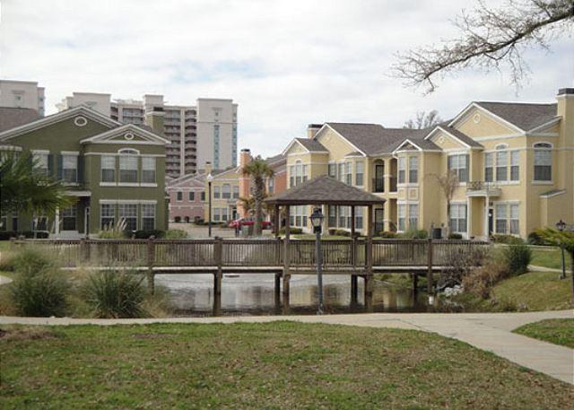 Beautiful Ground-Level 2-Bedroom 2-Bath Condo at Legacy Villas - Image 1 - Gulfport - rentals