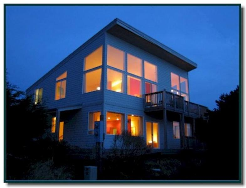 Beautiful modern oceanfront home with room for 8! - Image 1 - Florence - rentals