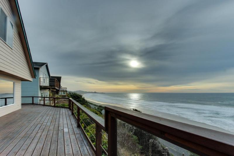 Beach home with gorgeous ocean views, large deck, and grassy yard - Image 1 - Newport - rentals