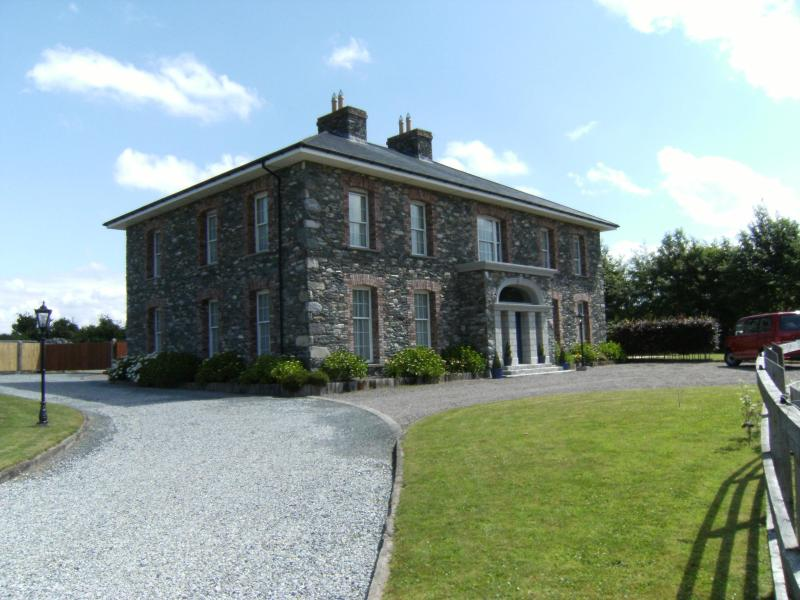Large Luxury House At Gateway to National Park - Image 1 - Killarney - rentals