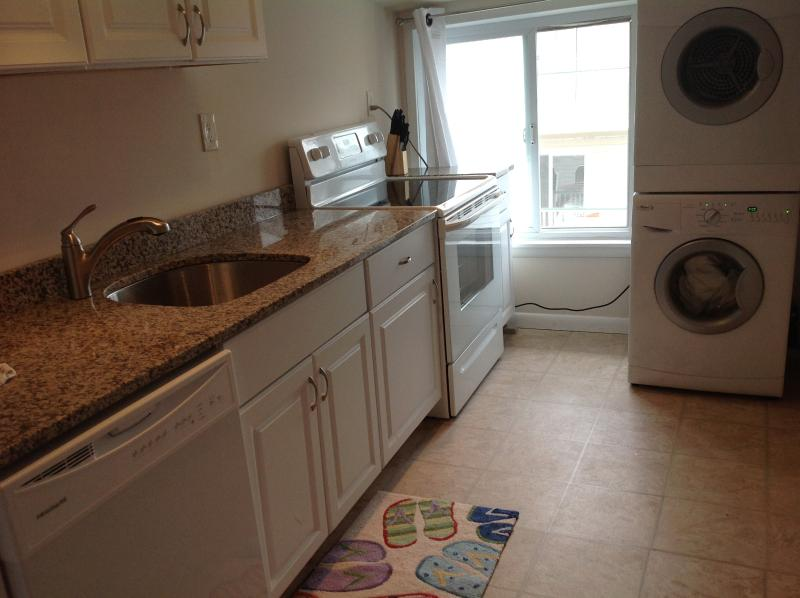 New kitchen- granite countertops! - Ocean views 3b /1b -1 house to beach. $1850 week - Ocean City - rentals