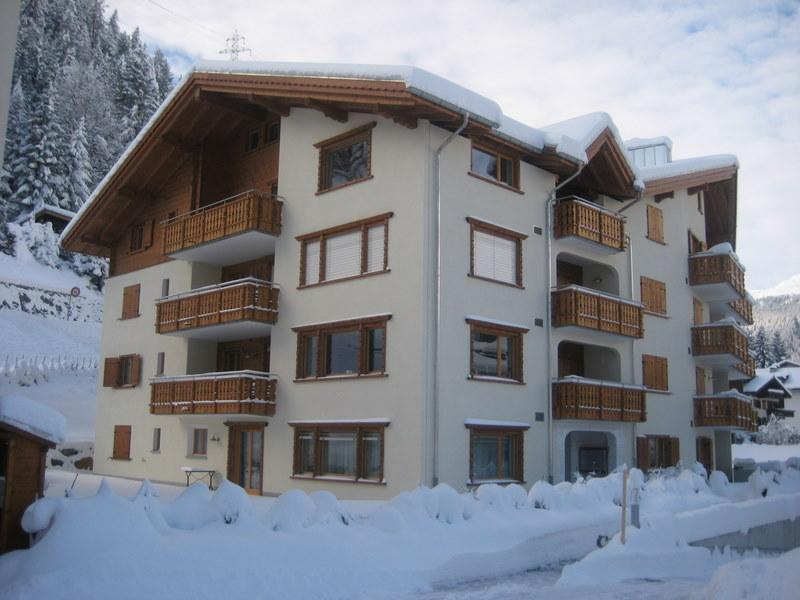 Beautiful First Floor 145 square metre Apartment with Three Balconies - Klosters Apt. 8 Mins walk to Lifts + Sauna.  Excellent Value! - Klosters - rentals